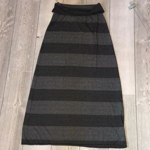 2for20 Max Studio Black & Gray Maxi Skirt